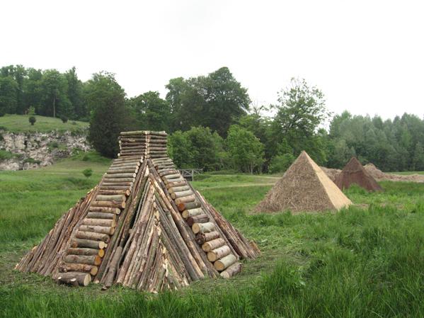 http://www.laurentledeunff.fr/files/gimgs/190_pyramides10_v2.jpg